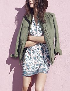 A muted paisley print adds a vintage vibe to this tunic dress that pairs perfectly with a cute utility jacket once the sun goes down.