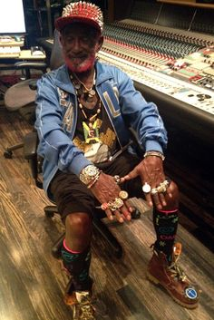 Lee Scratch Perry. Reggae dub master... and quite the accessorizer