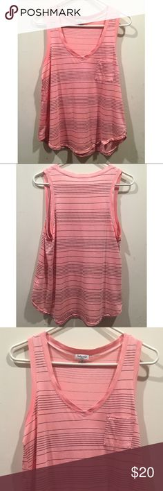 ☀️EUC Splendid Pink and Black Striped Tank Top Splendid Coral/Flamingo Pink and Black Striped Tank Top with breast pocket in excellent used condition, some minor fraying in the center of the top, size small Splendid Tops Tank Tops