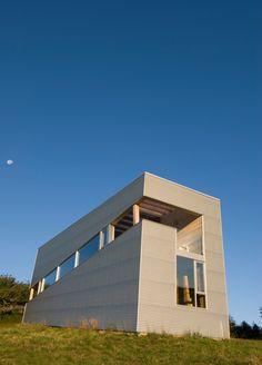 ocean-views-pastoral-settings-surround-sliding-house-vacation-retreat-14-façade.jpg