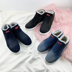 Make this cozy winter wreath in 4 easy steps. Denim Shoes, Sock Shoes, Baby Shoes, Sneakers Mode, Sneakers Fashion, Fashion Shoes, Cute Womens Shoes, Cute Shoes, Stylish Walking Shoes