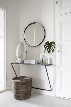 When shy on space think out of the box and check out this mini table for the entry. #entryredo #apartmentstyle