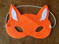 What does the fox say? Have fun working out your answer with this easy no-sew felt fox mask - it only takes 10 minutes to make!