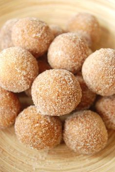 An excellent recipe if you like cake donuts or are interested in learning how to make donuts. Use a small cookie scoop to scoop up the dough and drop them in the oil. Churro Donuts, Cinnamon Sugar Donuts, Yeast Donuts, Mini Donuts, Delicious Desserts, Dessert Recipes, Yummy Food, Drop Doughnut Recipe, Drop Recipe