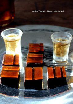 和菓子『たまゆら(のし梅&生チョコ羊羹) 〜Tamayura』 This is modern Japanese sweets which put the jelly of the plum on the yokan flavored with chocolate. I think these sweets match greentea, tea, Chinese tea,coffee, wine and whisky well♡ ※I make foodstyling with sweets on the market. I do food styling with my own ceramic tableware. It would be my pleasure for me if you can enjoy it. ✳︎styling / photo / : Midori Morohoshi(http://ameblo.jp/greenonthetable/imagelist.html) ★今回のお菓子This confectionery