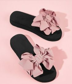 To find out about the Bow Decor Open Toe Sliders at SHEIN, part of our latest Slippers ready to shop online today! Trendy Sandals, Cute Sandals, Cute Shoes, Me Too Shoes, Fashion Slippers, Fashion Shoes, Ootd Fashion, Fashion Trends, Peep Toes