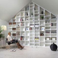Boekenkasten, what's not to love? Attic Master Bedroom, Attic Bedrooms, Small Room Bedroom, Dream Home Design, House Design, Condo Design, Interior Exterior, Interior Design, Loft Room