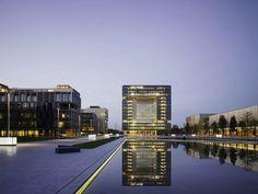 Blick über die Wasserachse im ThyssenKrupp Quartier
