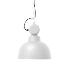Utrolig tøff taklampe med industriell look, i hvitt, matt metall. Leveres med 10 meter kjetting, sort ledning og en hette i taket for å dekke ledningen.