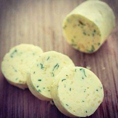 manteiga mais saudável (1 parte manteiga + 2 partes de azeite baixa acidez) - Com o tempo vc pode ir diminuindo a proporção de manteiga