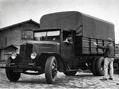 Old Trucks, Military Vehicles, Vintage Cars, 1930s, Communication, Nice, Dogs, Heavy Duty Trucks, Industrial
