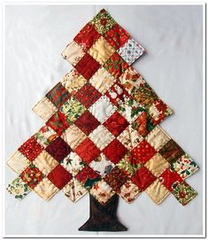 I was absolutely amazed to find Miriam had swapped, not a postcard but this beautiful quilted tree. Please read the love Christmas Patchwork, Fabric Christmas Trees, Christmas Quilt Patterns, Christmas Tree Pattern, Christmas Tree Decorations, Christmas Crafts, Christmas Quilting, Christmas Ideas, Christmas Bingo
