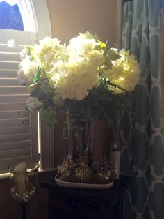 Hydrangeas, white, big white hydrangeas, bathroom decorating, arrangement
