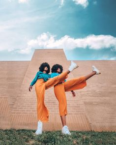 Likes, 5 Comments - Lightroom Presets Fashion Photography Poses, Fashion Photography Inspiration, Photoshoot Inspiration, Film Photography, Creative Photography, Editorial Photography, Photographie Portrait Inspiration, Pose Reference Photo, Photo Couple