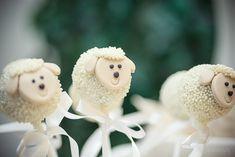 Chá Revelação tema Ovelhinhas   Macetes de Mãe Baby Shower Themes, Lamb, Christmas Ornaments, Holiday Decor, Candy, Babies, Baby Sheep, Baby Gender, Simple Gender Reveal