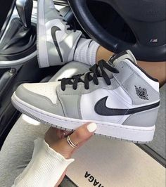 All Nike Shoes, Nike Shoes Air Force, Hype Shoes, New Shoes, Gray Nike Shoes, Nike Air Force Grey, Nike Air Force 1 Outfit, Adidas Shoes Women, Fall Shoes