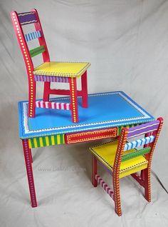 Mesa y dos sillas Set mano pintado muebles por por LisaFrick