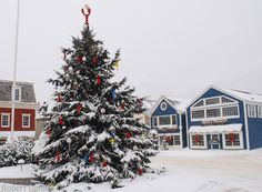 A collection of festive images celebrating the annual Kennebunkport Christmas Prelude from photographer Robert Dennis. Christmas In America, Christmas World, Coastal Christmas, Christmas Holidays, Christmas Decor, England Christmas, Christmas Markets, Maine New England, Historic New England