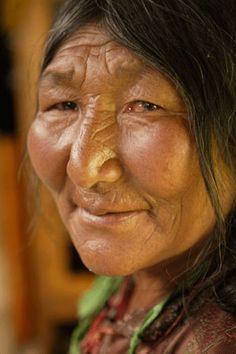 Such a beautiful mature lady.  Love her cheekbones.