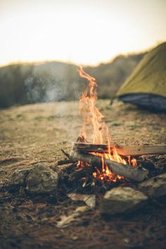 Imagen vía We Heart It https://weheartit.com/entry/147033892 #autumn #bonfire #burning #camping #fire #holidays #photography #tent #tumblr #wood
