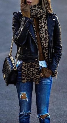 How gorgeous is this leopard print scarf! Its causal but pretty smart-stylish as well. | Stylish outfit ideas for Women.