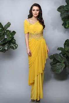 Browse through stylish bridal wear of lehengas and light-weight saree gowns from Kamaali Couture's Spring/Summer 2017 Collection. Stylish Sarees, Stylish Dresses, Fashion Dresses, Saree Fashion, India Fashion, Fashion Art, Womens Fashion, Indian Wedding Outfits, Indian Outfits