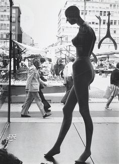 Untitled (mannequin with open-air market in background), Andreas Feininger.