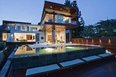 Style and Glamour of a Hollywood Home