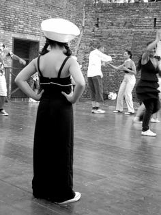 """""""Dubbi sul da farsi"""". 3° riScatto urbano (Senigallia) di Chiara Grilli. Saranno conteggiati i """"mi piace"""" al seguente post: https://www.facebook.com/photo.php?fbid=10201404799794183=o.170517139668080=3"""