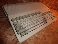 Commodore Amiga 500 (1987) Computer Keyboard, Old Things, Museum, Cool Stuff, Retro, Products, Cool Things, Computer Keypad, Keyboard Piano