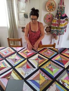 Best 12 Great idea for the drunkard's path.Com - Her Crochet Quilting Projects, Quilting Designs, Sewing Projects, Scrappy Quilts, Easy Quilts, Quilts Vintage, Modern Quilt Blocks, Star Quilt Patterns, String Quilts