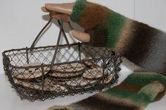 Natural gloves (Pinnwand Made by Schneckengote or fingerless gloves by Britta Homrighausen )
