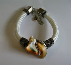 Turbo shell beaded white cord (short necklace)
