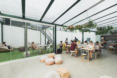 Booking.com: Hub Lisbon Patio Hostel , Lissabon, Portugal - 481 Gästebewertungen . Buchen Sie jetzt Ihr Hotel! Hub, Lisbon, Patio, Lisbon Portugal, Travel Destinations, Viajes, Terrace, Porch
