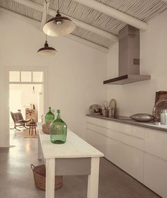 A new, rural hotel called Pensao Agrícola is located in the fertile agricultural zone of the Sotavento (eastern) end of the Algarve just from the. Algarve, Tavira Portugal, Weekend House, Interior Design Kitchen, Interior Design Inspiration, Cool Kitchens, Rustic Decor, House Design, House Styles