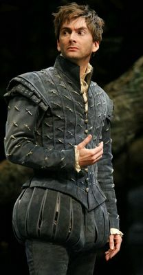David Tennant in the Royal Shakespeare Company's production of one of The Bard's comedies, Love's Labour's Lost, at the Courtyard Theatre. Elizabethan Clothing, Elizabethan Costume, Elizabethan Fashion, Renaissance Costume, Renaissance Fashion, Tudor Fashion, Medieval Costume, Renaissance Clothing, Male Fashion