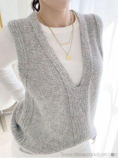 Knitting Designs, Knitting Patterns Free, Knit Patterns, Knitwear Fashion, Knit Fashion, Knitting Stiches, Baby Knitting, Ärmelloser Pullover, Knit Vest Pattern