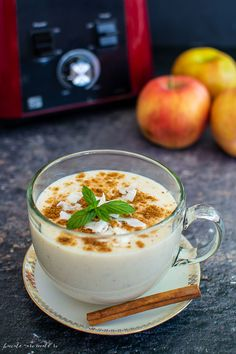 Smoothie cu mere coapte, scorțișoară și cocos | Bucate Aromate Good Food, Yummy Food, Healthy Smoothies, Coco, Panna Cotta, Food Photography, Deserts, Goodies, Dessert Recipes