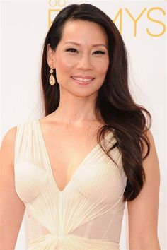 At the Emmy Awards 2014, Lucy Liu, teamed her grecian style Zac Posen dress with Lorraine Schwartz canary yellow diamond and gold earrings. The result is heavenly. Photo: Jennifer Graylock #LoveGold
