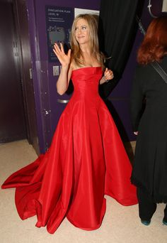 The Best Moments From Inside the Oscars!: Jennifer Aniston gave a wave backstage at the Oscars.