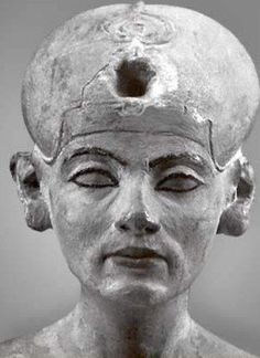A later statue of Nefertiti closer to the time of her death than that of the famous Berlin Bust Ancient Egyptian Art, Ancient History, Art History, Egyptian Things, Egyptian Mythology, Nefertiti Bust, Queen Nefertiti, Old Egypt, Egypt Art