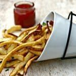 Easy Air Fryer Homemade Crispy French Fries is a quick and easy, fresh recipe that resembles potato wedges. The skin is left on the fries and salted to perfection! Serve these crunchy fries alongside all of your favorite main dishes or dipping sauce. Air Fry Recipes, Cooking Recipes, Water Recipes, Air Fryer French Fries, Crispy French Fries, Homemade French Fries, Air Fryer Healthy, Ketchup, Easy Healthy Recipes