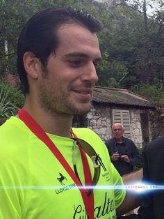 Posing with fans, Henry Cavill looks great!  See all of our photos from today here: http://henrycavill.org/en/media-gallery/images/events/item/1050-gibraltar-rock-run-live-coverage…