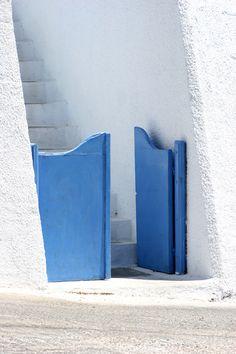 Small blue door in Santorini via Med Villas #Santorini #blue #Greece