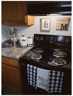 Lemon Kitchen Decor, White Kitchen Decor, Farmhouse Kitchen Decor, Kitchen Redo, Home Decor Kitchen, Home Kitchens, Kitchen Remodel, Kitchen Ideas, Plaid Living Room