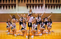 idea for cheer squad photo Cheerleading Poses, Cheerleading Cheers, Cheer Poses, Cheerleading Pictures, Cheer Coaches, Senior Pictures Sports, Cheer Stunts, Volleyball Pictures, Sports Photos