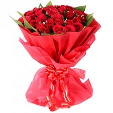 Flower delivery in Agra. We provide Flowers online in Agra with same-day delivery. Buy flowers online from your home or office comfort zone. This would help you with online anniversary flower in Agra. Book your flowers Now! Father's Day Flowers, Flowers Roses Bouquet, Red Rose Bouquet, Flowers Today, Beautiful Bouquet Of Flowers, Small Bouquet, Cake Flowers, Flower Bouquets, Beautiful Roses