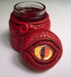 Dragon Eye Jar/ Vase Polymer Clay over Glass This is so neat. Looks like cabochon eye in center. Looks like something a harry potter fan will like Fimo Polymer Clay, Crea Fimo, Polymer Clay Dragon, Polymer Clay Projects, Polymer Clay Creations, Polymer Clay Jewelry, Clay Jar, Dragon Eye, Clay Design