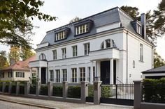 Late 19th and early 20th-century Berlin villas have inspired a contemporary style, like these townhouses from 2012 on Griegstrasse in the Grunewald district of Berlin. Designed by Petra and Paul Kahlfeldt, the 4,144-square-foot homes have three bedrooms and 3½ bathrooms. The site was developed on the plot of a neighboring 1920s villa.