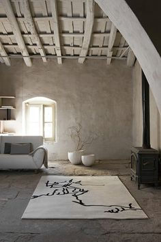 Plaster walls, flagstone floors